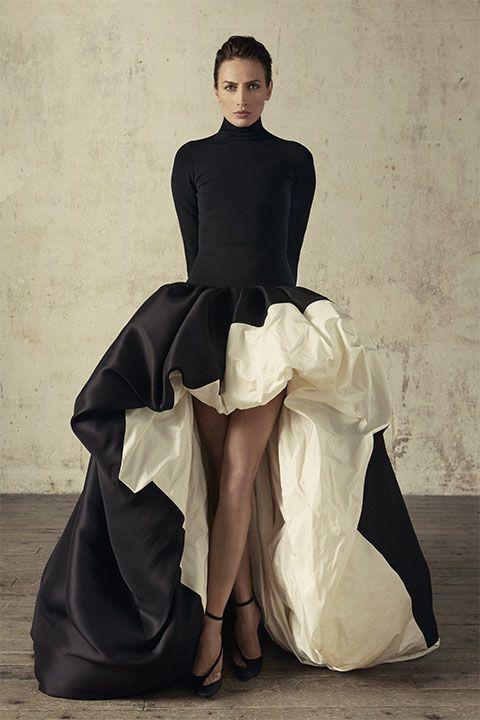 Robe pull «bubble» en jersey noir et jupe asymétrique découpée en gazar noir et taffetas blanc