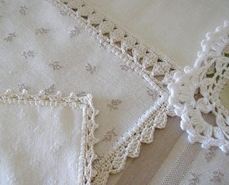 Unos retales de tela, un remate a ganchillo y unos manteles todos diferentes pero iguales, con encanto. Una forma sencilla y económica de...
