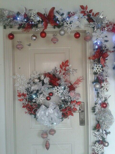 M s de 1000 ideas sobre adornos navide os para puertas en for Decoracion exterior navidena