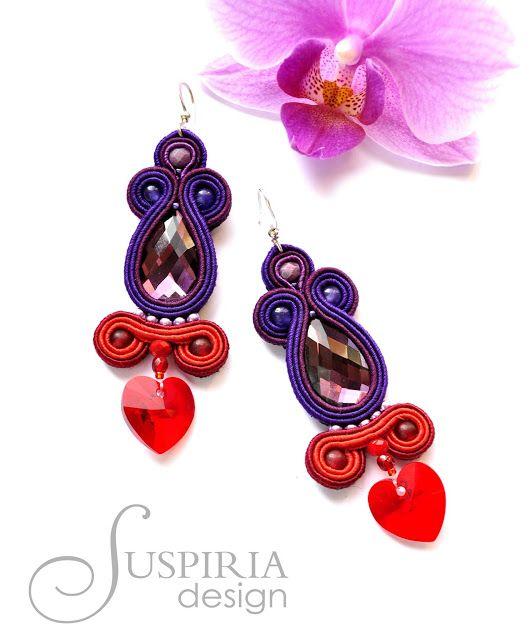 Suspiria Design: Fiolet i czerwień.