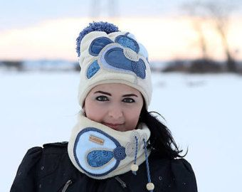 Set warm beige and jeans blue colour with sewing applications.  Size: Head circumference: 56-58 cm Material: fleece, knit