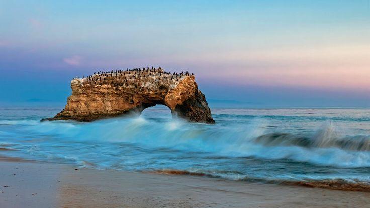 Natural Bridges State Beach, Santa Cruz, California (© Fotofeeling / Westend61 / plainpicture)