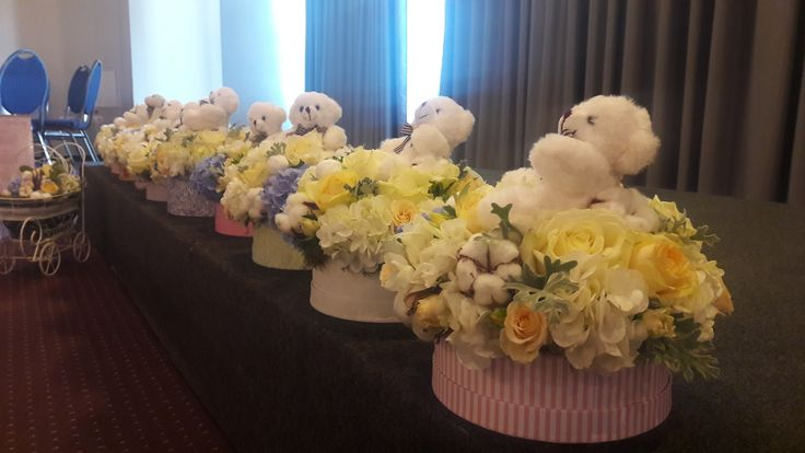 Flowers decorations. Bear  prints. Bears gifts ideas. Bear theme. Baby boy. Alina Ariton event planner.