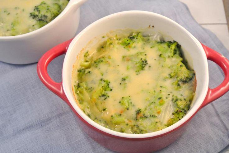 Broccoli-ovenschoteltjes || oven || bijgerecht || broccoli, boter, bouillonblokje, water, bloem, gerapste kaas, zout en peper