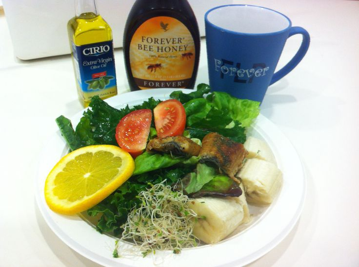 Yummy Salad with Olive Oil & Forever Honey dressing.... and a nice cup of aloe blossom tea