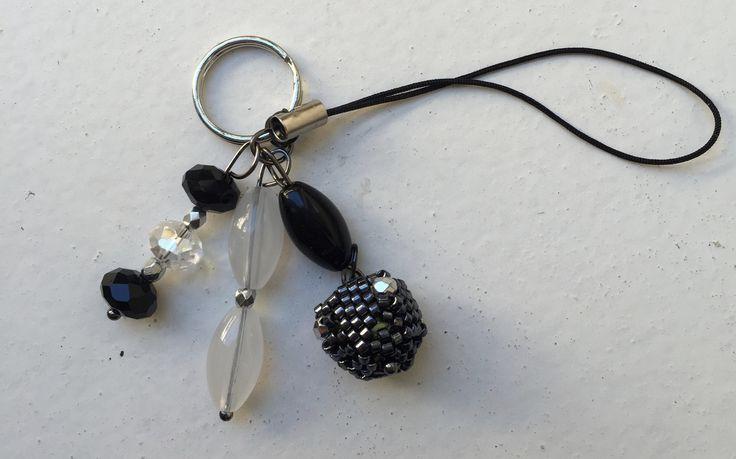 Porte clés Noir et Blanc Swarovski / Delica : Porte clés par tachajewels
