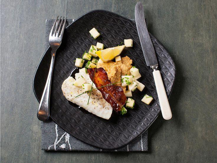 Torskefilet med hummus, bacon og eple - Rask og næringsrik middagsrett.