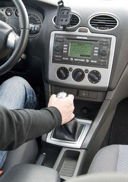 Faire briller toute sa voiture : 10 astuces pour tout faire briller | FemmesPlus
