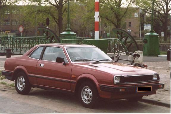 1982 Honda Prelude. Likey my favorite car, ever!