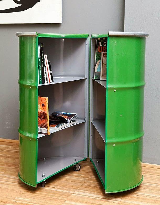 Librería fabricada a partir de un bidón.