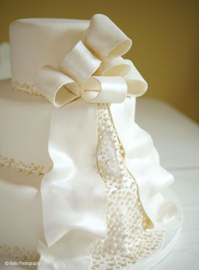Delicious Desserts - Wedding Cakes - It looks like the back of the dress.
