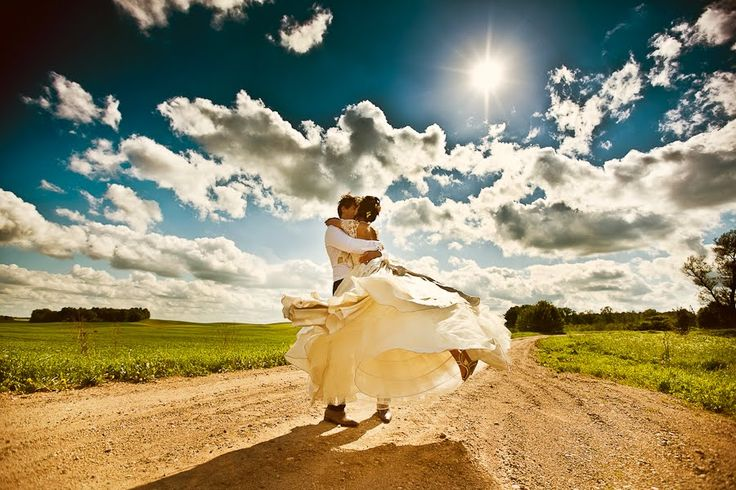 Dirt road wedding picture - LOVE!