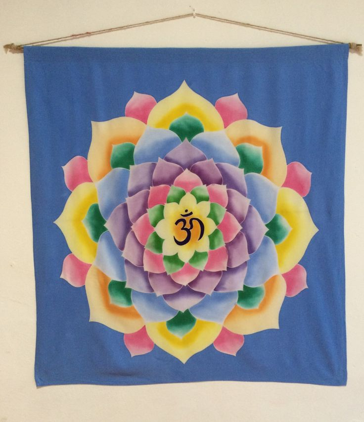 Un favorito personal de mi tienda Etsy https://www.etsy.com/listing/398793205/hand-painted-batik-lotus-om-wall-hanging