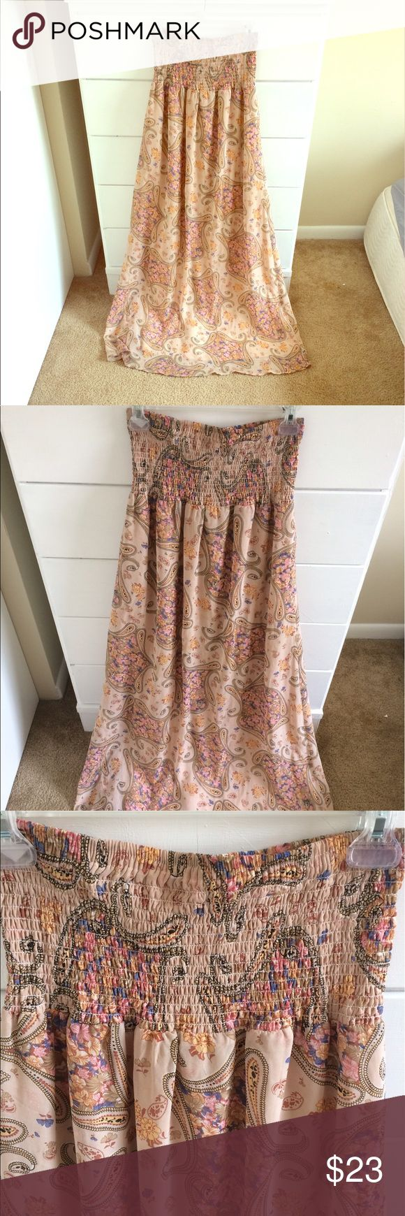 Tube top floral maxi dress Floral maxi dress from Rue 21. In great condition. Very feminine and perfect for summer! Rue 21 Dresses Maxi