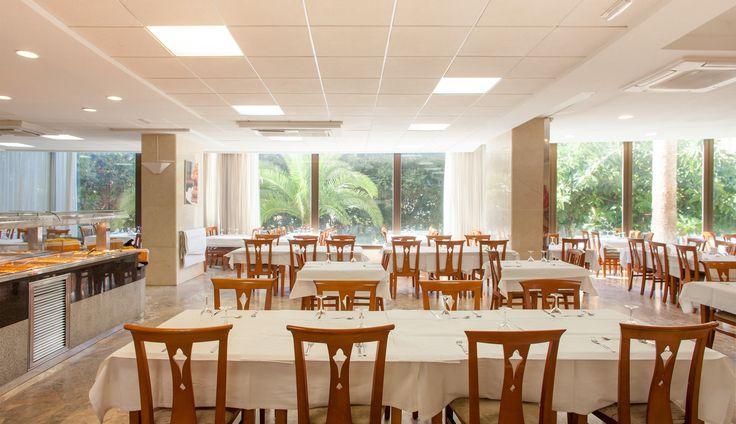 Restaurante Buffet del hotel Primavera Park en Benidorm, con maravillosas vistas al jardín