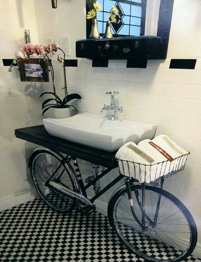 Use of an old bicycle: bathroom