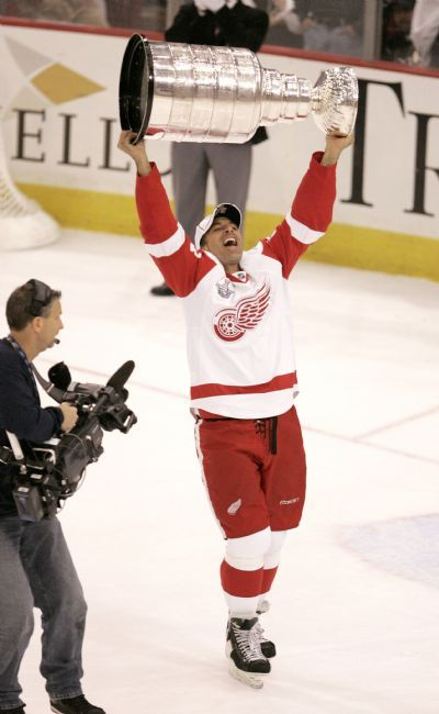 Detroit Red Wings defenseman Chris Chelios lifts the Stanley Cup for the second time as a Red Wing as the 2007-08 Stanley Cup Champion Detroit Red Wings celebrate on the ice after the final buzzer of a 3-2 Cup clinching victory over the Pittsburgh Penguins at Mellon Arena in Pittsburgh, June 4, 2008. ( The Detroit News / John T. Greilick )