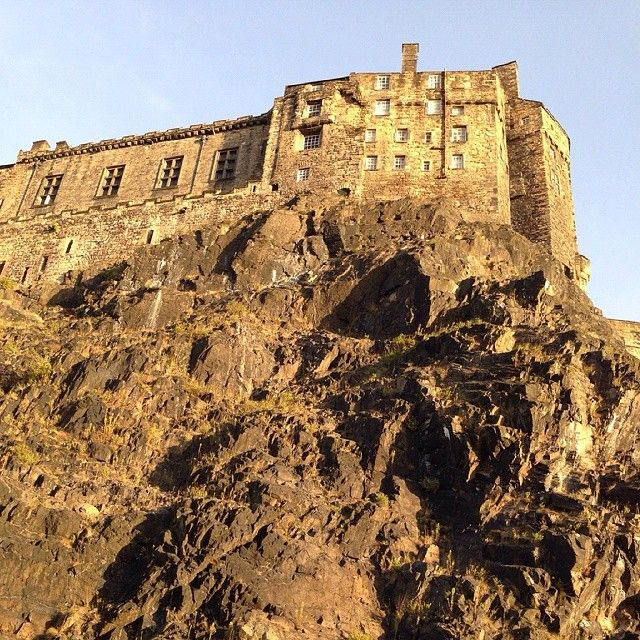 #Edinburgh #Scotland #UK #castle #travelblogger #travelling #worlderlust #feelingyourworld