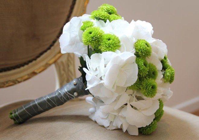"""Bouquet de mariée France fleurs<br>Bouquet d'hortensias blancs et santini<br><br>© <a href=""""http://www.francefleurs.com/""""><u>France fleurs</u></a>"""