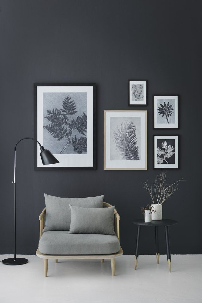 Kunskapstavlan likes! - We, as you might know, love art! This constellation of frames looks amazing on this dark wall - Scandinavian interior
