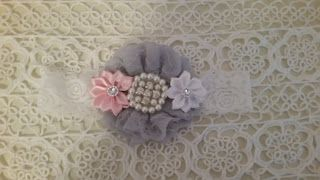 Headbandslatina              : Banda de encaje blanco con flores gris, blanca y r...