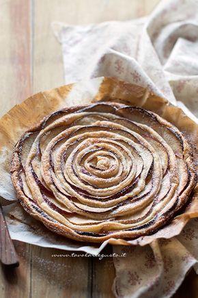 Torta di mele e pasta sfoglia appena sfornata - Ricetta Torta di mele e pasta sfoglia
