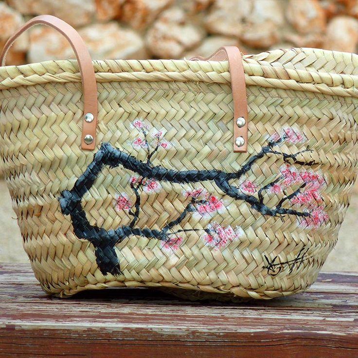 Me gusta mucho como ha quedado la transición entre flores blancas, rosas y rojas :) #bolsos #capazos www.artaliquam.com