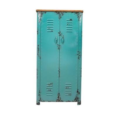 L'armoire métal Rusty vous offre un design industriel résolument rétro, celui des casiers de rangement de notre enfance. Dutchbone remet ce meuble décalé au goût du jour. Il sera idéalement placé dans votre entrée pour accueillir vos affaires ou dans votre chambre. Son style rétro convient aux décor