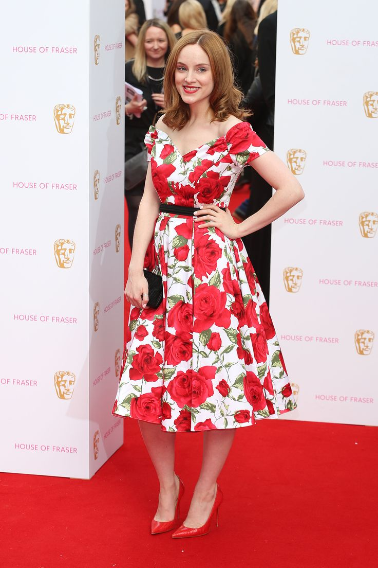 Peaky Blinders star Sophie Rundle looked gorgeous at the BAFTA's in our Fatale White & Red Sorrento Prom Dress #fashion #style #print #pattern #floral #roses #elegant #chic #vintage #retro #50s #1950s #SS15 #celeb #celebrity #celebstyle #celebritystyle #sophierundle #peakyblinders #theprettydress #theprettydresscompany