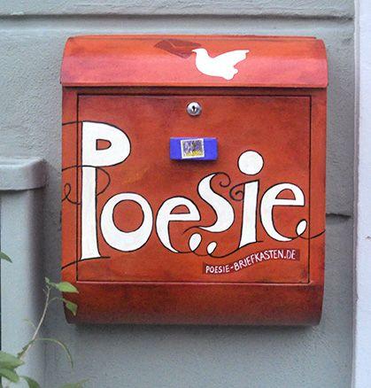 An diesen Briefkasten könnt Ihr Eure Gedichte schicken: Ob gereimt oder gerappt oder Sonett. Postanschrift:  Poesiebriefkasten, Wirtstraße 17  81539 München