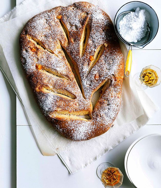 Le gibassier is an hybrid bread/brioche made with a touch of olive oil and orange zest added flavor. A classic from the south of france! The Provence of Alain Ducasse #AssoulinePublishing