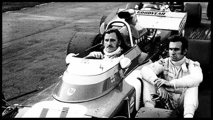 Carlos Reutemann and Graham Hill in the moment of Jo Siffert fatal accident 1971.