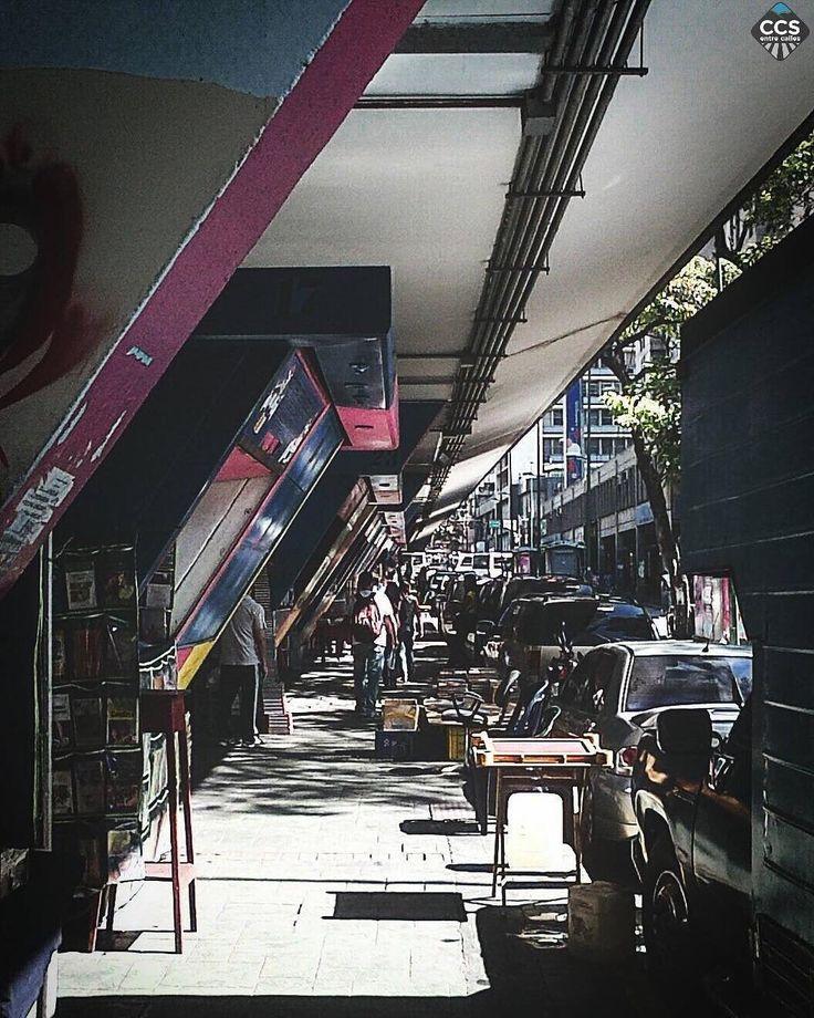 """Te presentamos la selección del día: << LUGARES: Avenida Fuerzas Armadas >> en Caracas Entre Calles. """"Los libreros de las FF AA"""" ============================  F O T Ó G R A F O  >> @mariajsuarez286 << Visita su galeria ============================ SELECCIÓN @teresitacc TAG #CCS_EntreCalles ================ Team: @ginamoca @luisrhostos @mahenriquezm @teresitacc @floriannabd ================ #lugares #Caracas #Venezuela #Increibleccs #Instavenezuela #Gf_Venezuela #GaleriaVzla #Ig_GranCaracas…"""