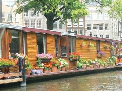 House boat....awesome.