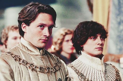"David Oakes & Aneurin Barnard in ""The White Queen"""
