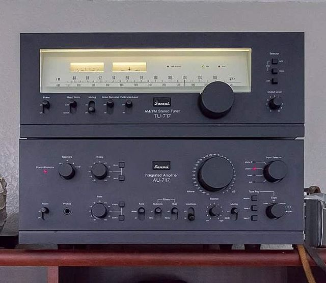 Sansui AU-717 ans TU-717 (1977-1979) . Power output: 85 watts per channel into 8Ω (stereo) . . . Just before Sansui became Suc-Sui.