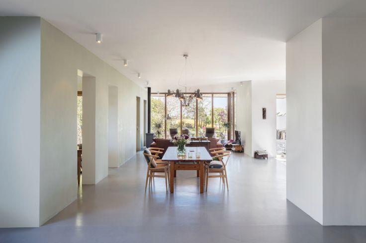 25 beste idee n over eigentijdse woonkamers op pinterest grote woonkamers donkere bekleding - Eigentijdse interieurarchitectuur ...
