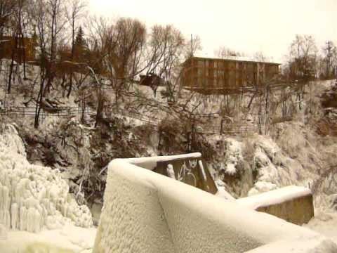 Ce vidéo YouTube démontre bien toute la splendeur de la centrale... même en hiver!