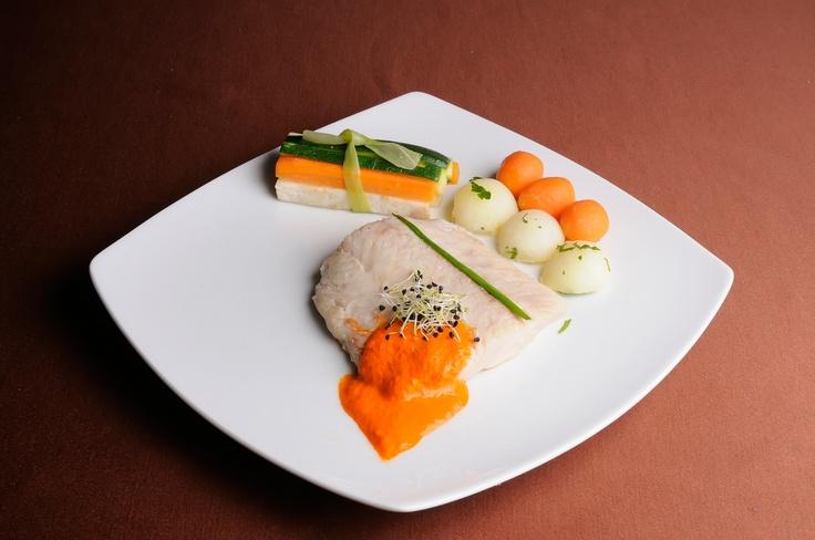 FEL INTERMEDIAR - File de salau cu sos de ardei copt* Taietei de legume aromate si noisette de cartofi si morcovi in unt