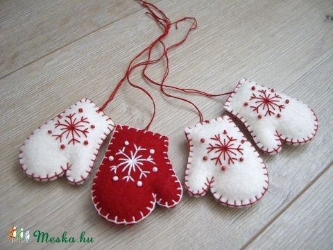 fehér-piros kesztyűk karácsonyfadísz (videnda) - Meska.hu