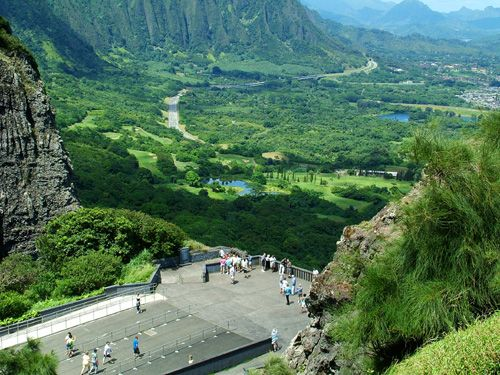 Pali lookout is an historical landmark that over looks the entire Kaneohe side of the island and the beautiful Koaloa Mountains.