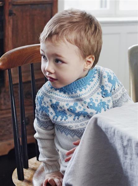 1508: Design 9 Marius genser med rådyr #strikk #knit #merino