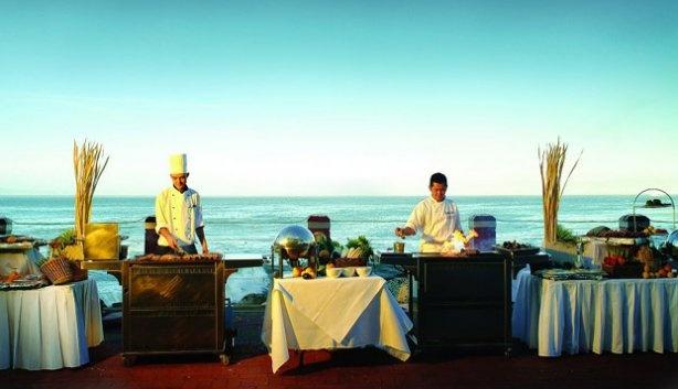 dineren bij zonsondergang in Kaapstad   (Tobago Restaurant van het Radisson Blu Hotel )
