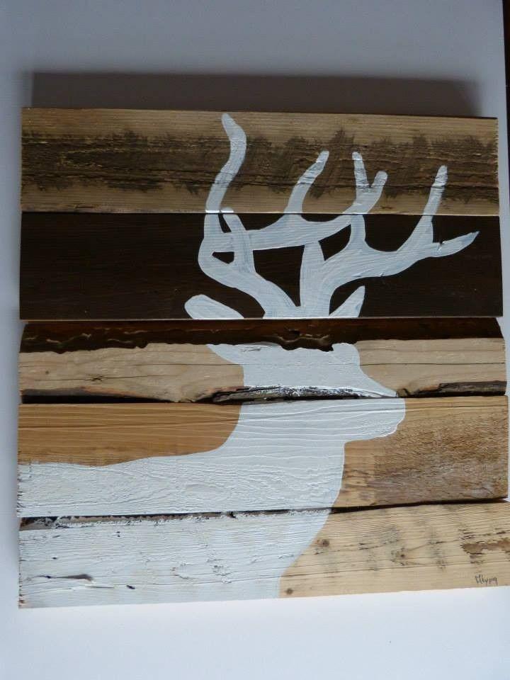Peinture de chevreuil blanc sur un montage de bois recyclé, grandeur du cadre de 20 pouces par 20 pouces, épaisseur du bois 3/4 pouces. Plusieurs couleur de bois: naturel, brun chocolat, bois de grange grisâtre.