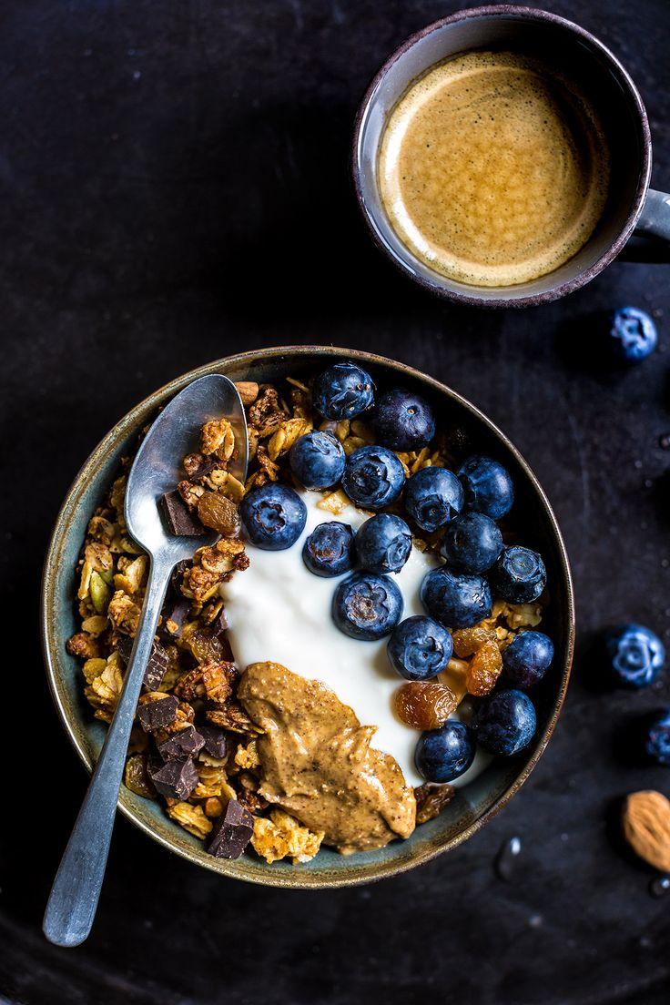 crunchy #vegan chocolate coconut almond granola recipe #glutenfree - ricetta granola vegan cioccolato cocco e mandorle croccante senza glutine sciroppo d'acero