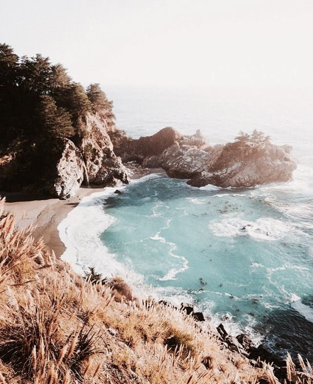 Cliffs meet the sea // #sightseeing #warmsand #daydreaming