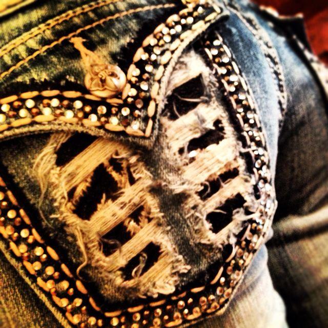 #GORGEOUS!  Jeans Shorts #2dayslook #JeansShorts #anoukblokker  www.2dayslook.com