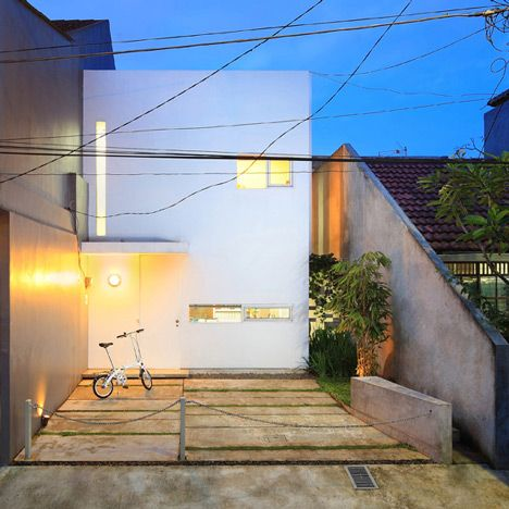 100 best small houses images on pinterest architecture for Urban minimalist house