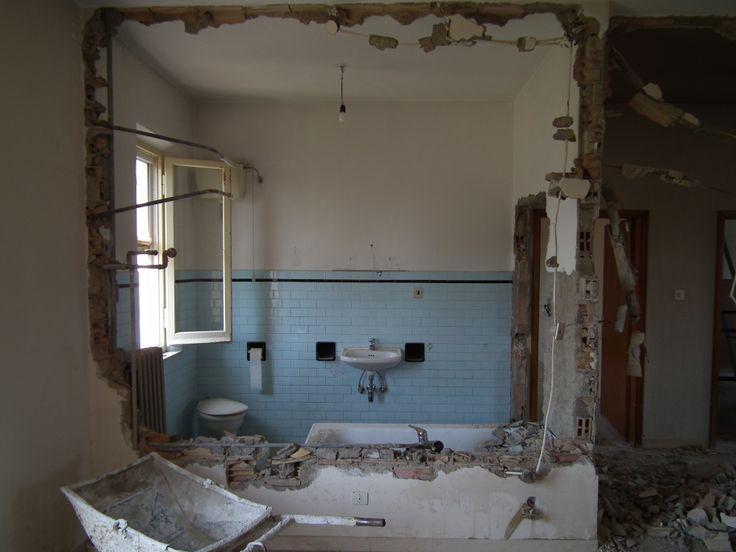 il bagno è distrutto