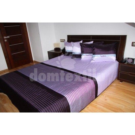 Svetlo fialové prehozy na postele s tmavo filovými pruhmi